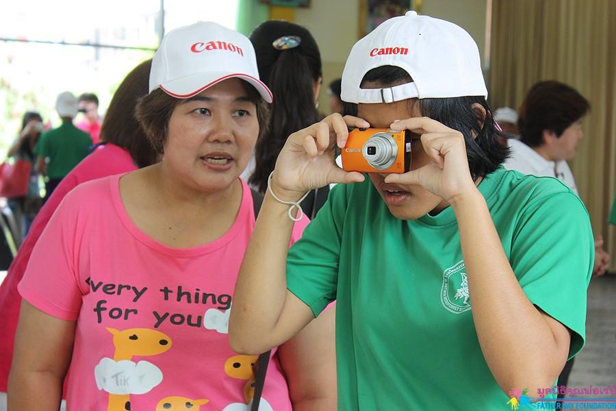 แคนนอนจับมือ PICT4ALL สอนเด็กตาบอดพระมหาไถ่ฯ ถ่ายภาพ