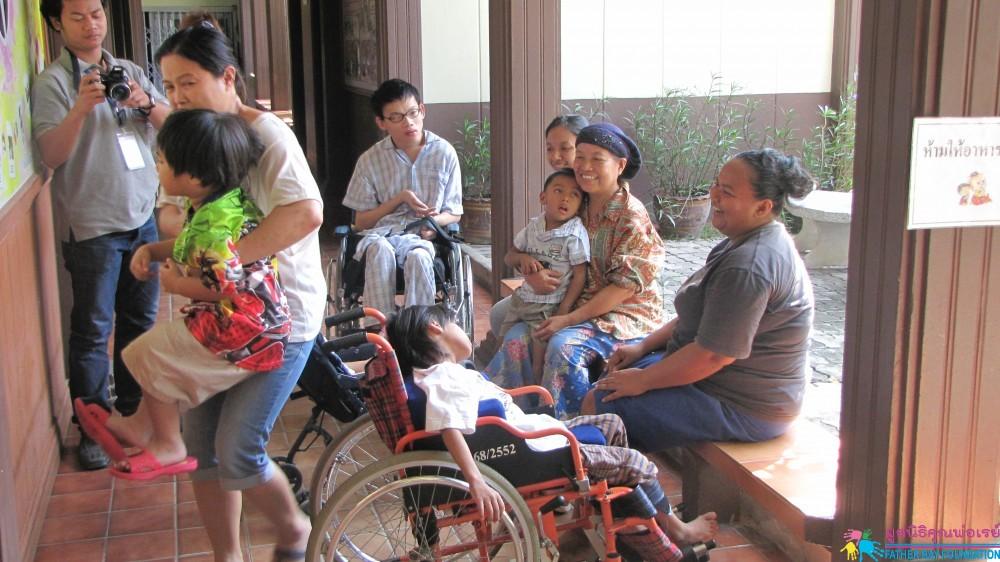 ศูนย์พักพิงเพื่อผู้ประสบภัยน้ำท่วมสำหรับผู้พิการและครอบครัว