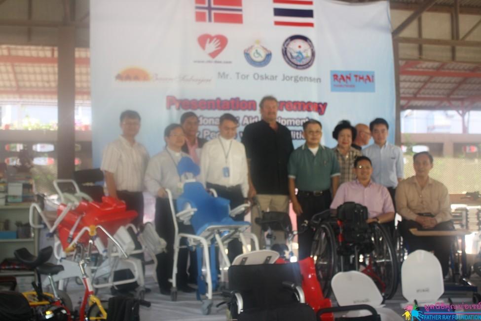 พิธีรับมอบกายอุปกรณ์สำหรับคนพิการไทย