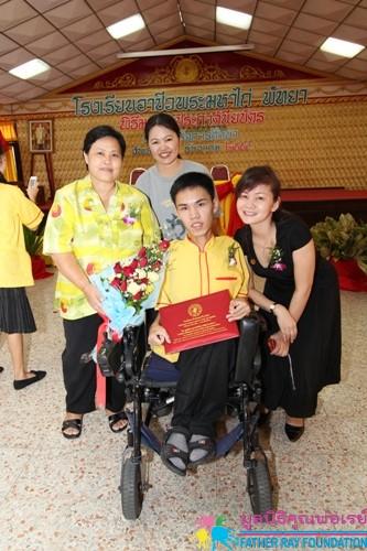 พิธีมอบใบประกาศนียบัตรผู้สำเร็จการศึกษา ปีการศึกษา 2554