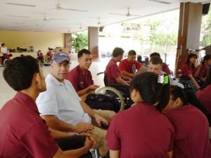 ทหารอเมริกัน จาก Cobbra Gold  ทำกิจกรรมกับนักเรียนพิการโรงเรียนอาชีวพระมหาไถ่ พัทยา