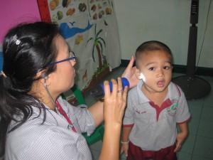 ตรวจสุขภาพเด็ก ศูนย์พัฒนาเด็กเล็กพระมหาไถ่