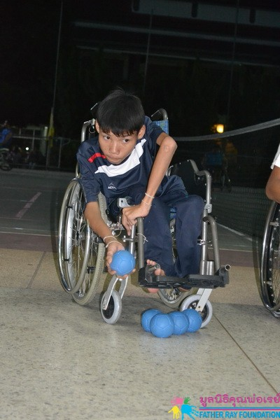 การฝึกทักษะกีฬาแก่นักเรียนพิการ