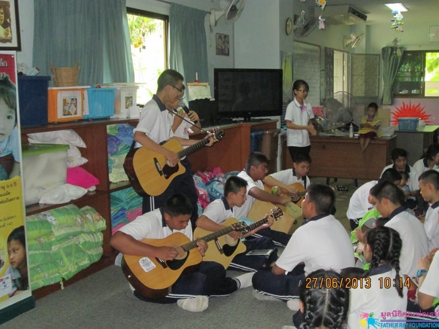กิจกรรมจากพี่ ๆ โรงเรียนดาราสมุทร