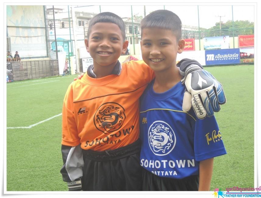 """จบลงแล้วกับ """"ฟุตบอลเด็กเพื่ออนาคต"""" 2013"""