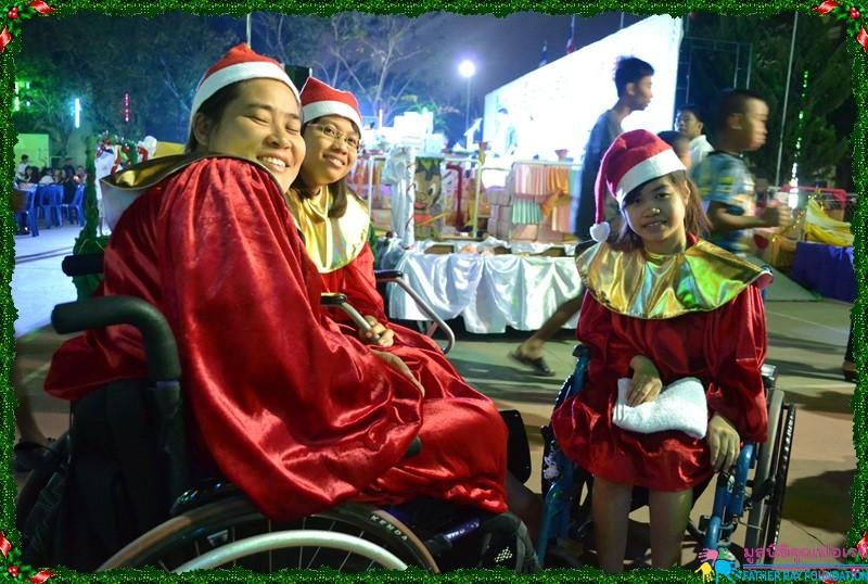 เด็ก ๆ สนุกสนานกับงานคริสต์มาส