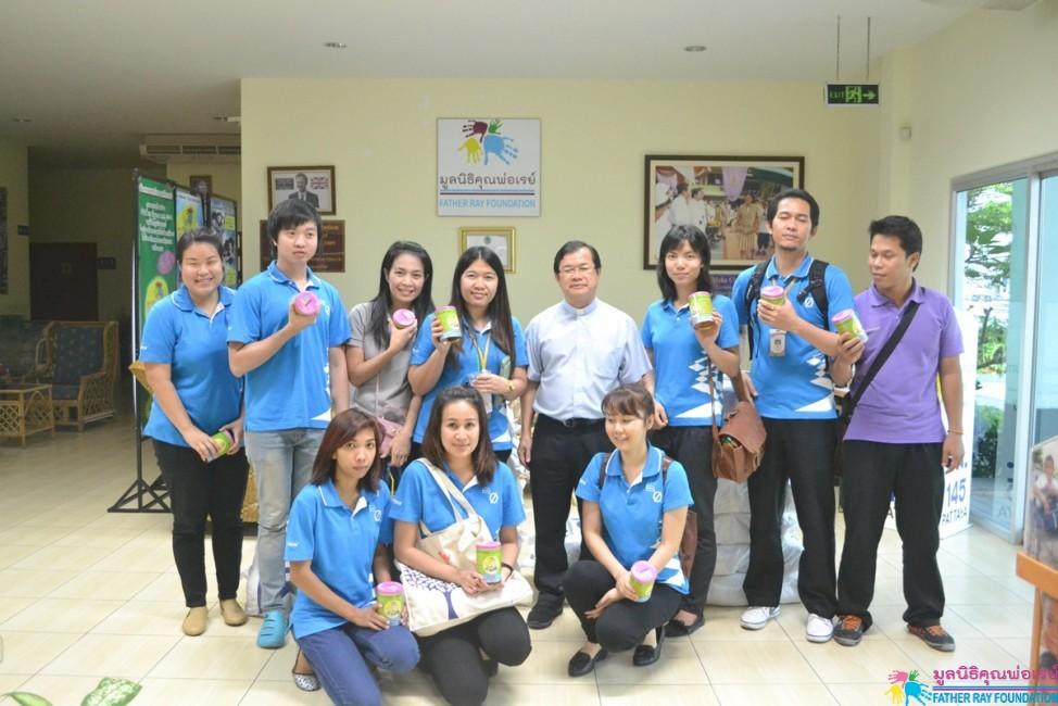 พนักงานบริษัท อินเตอร์เฟซฟลอร์ (ประเทศไทย) จำกัด เลี้ยงอาหารและปูพรม