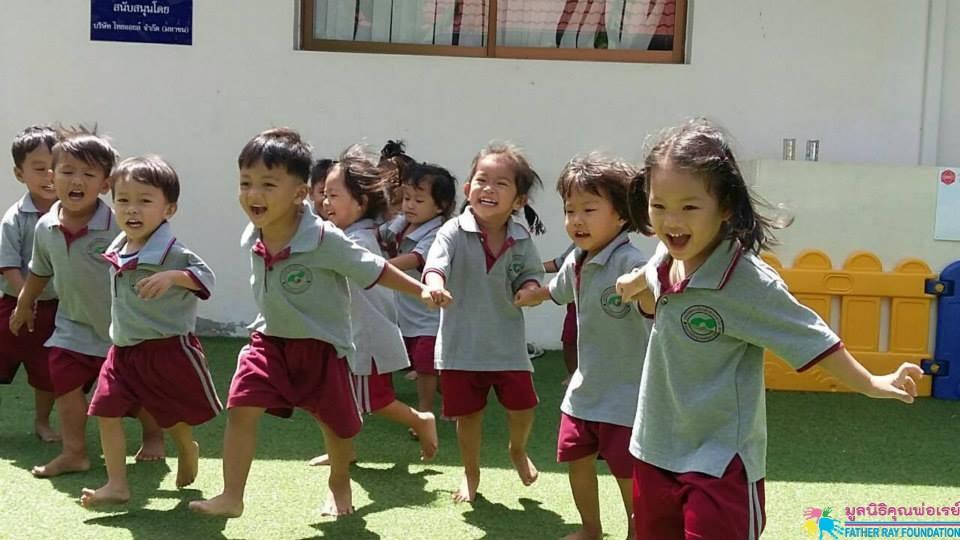 การแสดงออกของเด็กที่มีความสุข