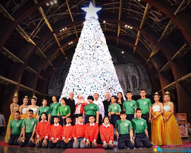 น้อง ๆ แสดงความสามารถงานเปิดไฟต้นคริสต์มาสที่เซ็นทาราแกรนด์มิราจบีชรีสอร์ท พัทยา
